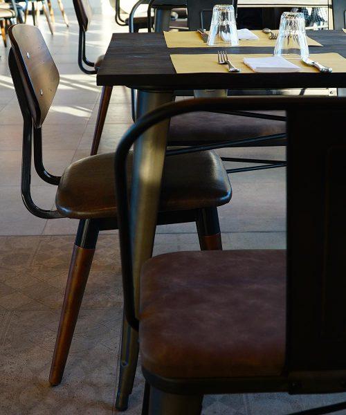 tavoli e sedie sala ristorante stazione mole