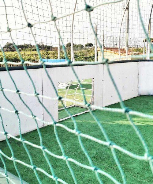 campo da calcio per bambini con porta piccola